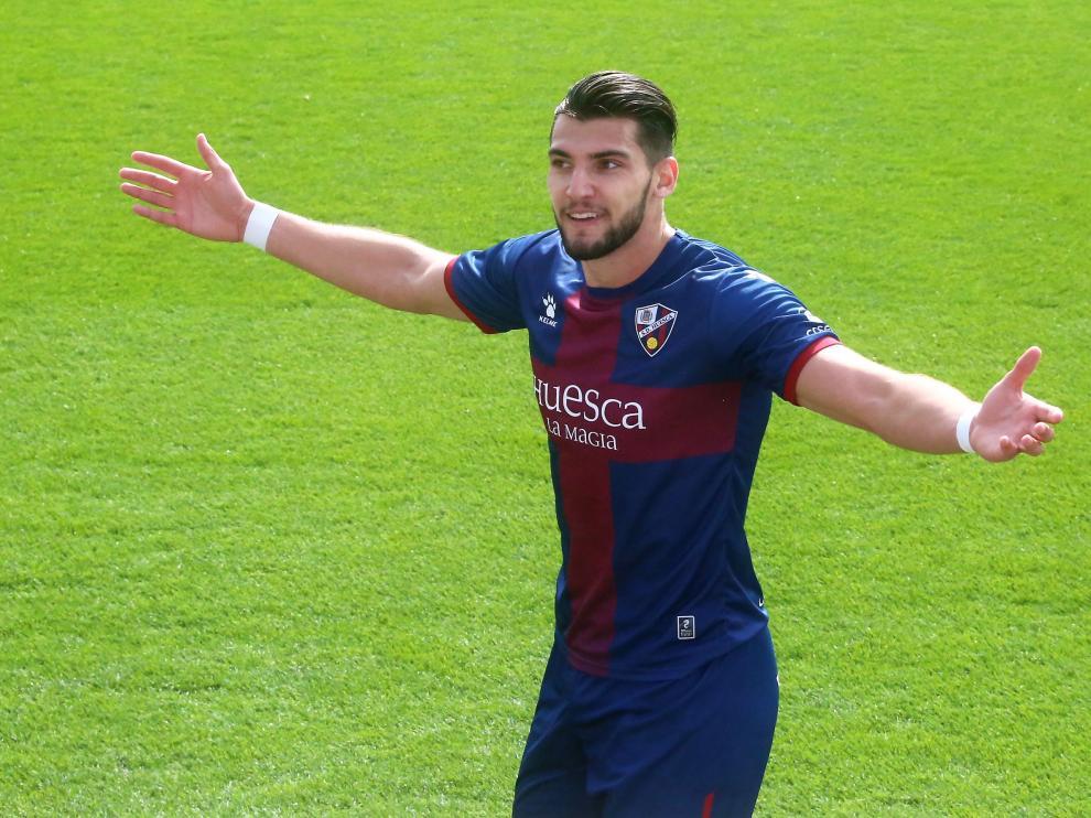 Rafa Mir anotó trece goles con el Huesca en Primera División.