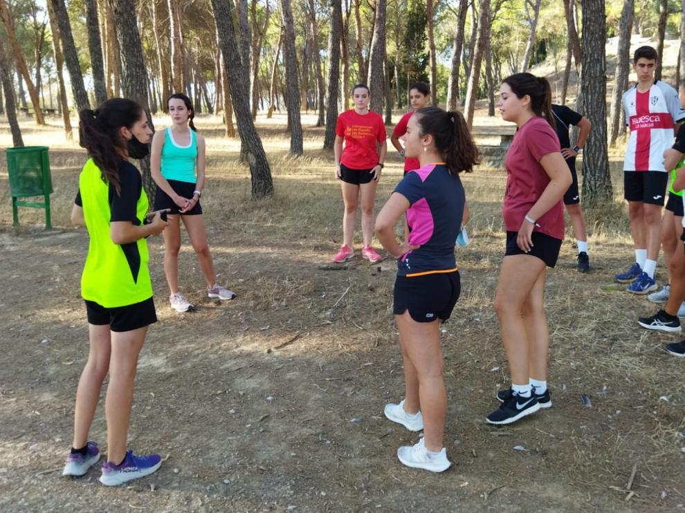 Trabajo físico en el Cerro de San Jorge para los jugadores del club.