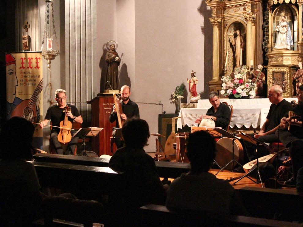 Capella de Ministrers ofreció un concierto en la iglesia de San Martín de Hecho.