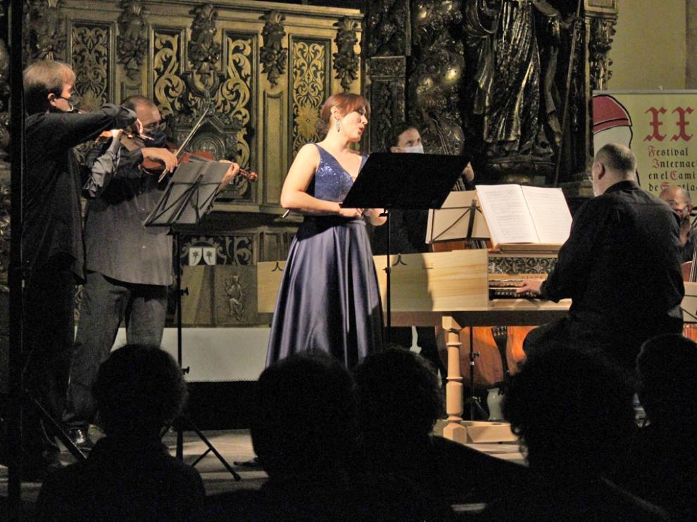 Eugenia Boix y Al Ayre Español en su concierto en la iglesia del Carmen de Jaca