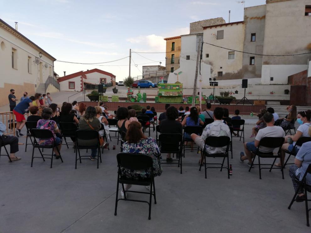 Asistentes a uno actuación de jotas dentro los actos culturales celebrados el año pasado en Alcalá de Gurrea.