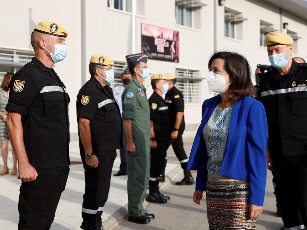 La ministra de Defensa, Margarita Robles, en su visita este lunes al Cuartel General de la Unidad Militar de Emergencias (UME), en la Base Aérea de Torrejón de Ardoz
