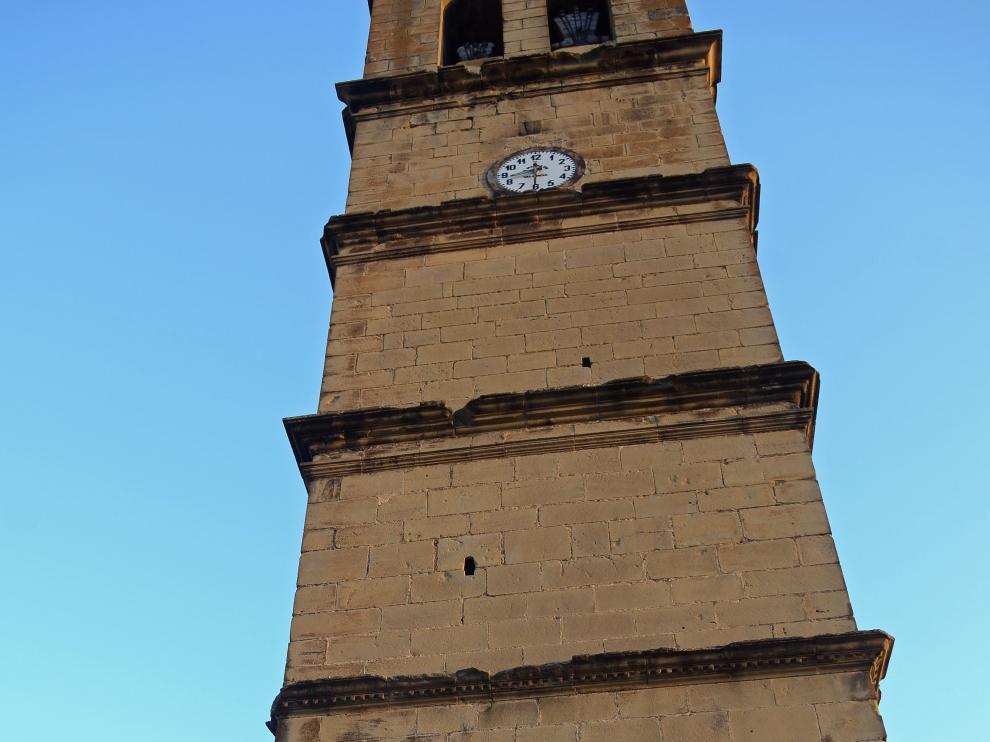 La torre de la iglesia de Agüero, el mejor decorado para la actuación de los franceses Daraomaï