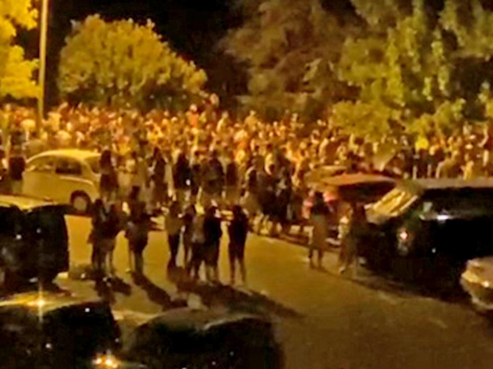 Macrobotellón la noche del sábado al domingo junto al Llano de Samper, en una imagen de un vídeo difundido por redes