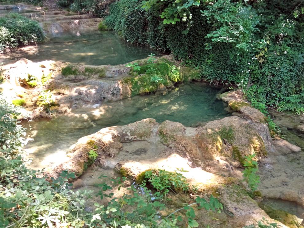 Pozas en el sendero circular desde Campo hasta Biescas, en el Valle de Bardají