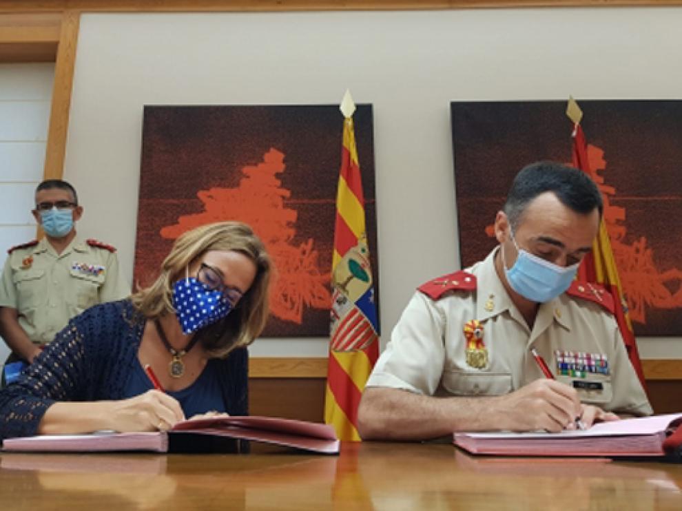 Firma del convenio para el XXVIII edición del Curso Internacional de Defensa