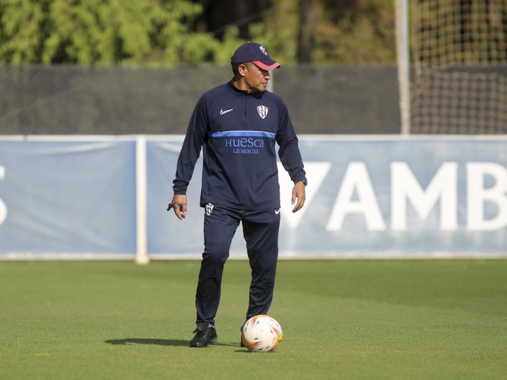 El técnico del Huesca, en un entrenamiento de esta semana