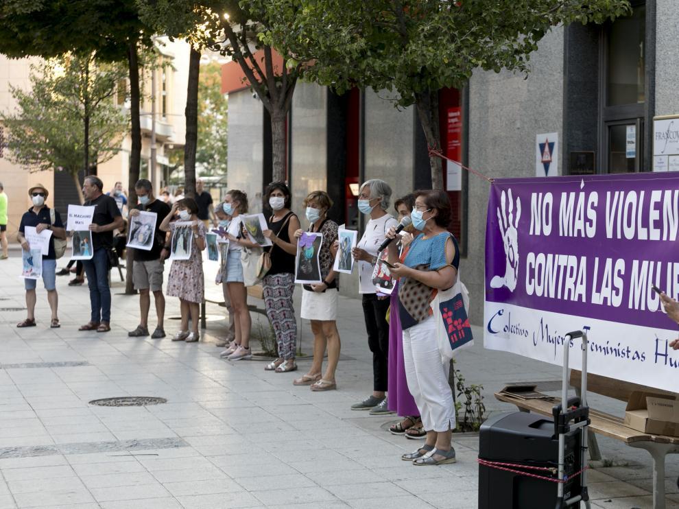 Lectura del manifiesto por parte del Colectivo Feminista de Huesca en defensa de las mujeres afganas.