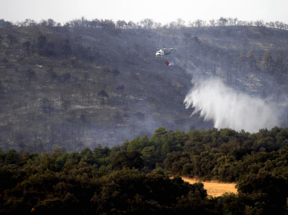 Trabajos de extinción del incendio en Torres del Obispo, el pasado mes de julio.