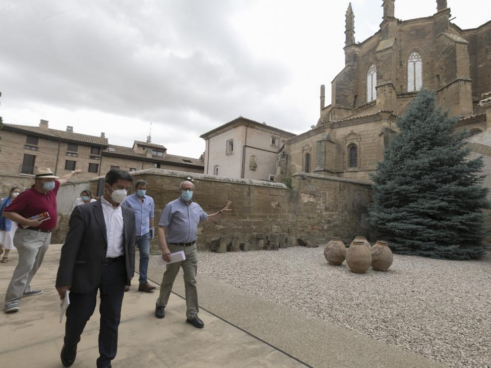 El alcalde, Luis Felipe, y el delegado patrimonial de la Diocesis, José María Nasarre, en la visita.