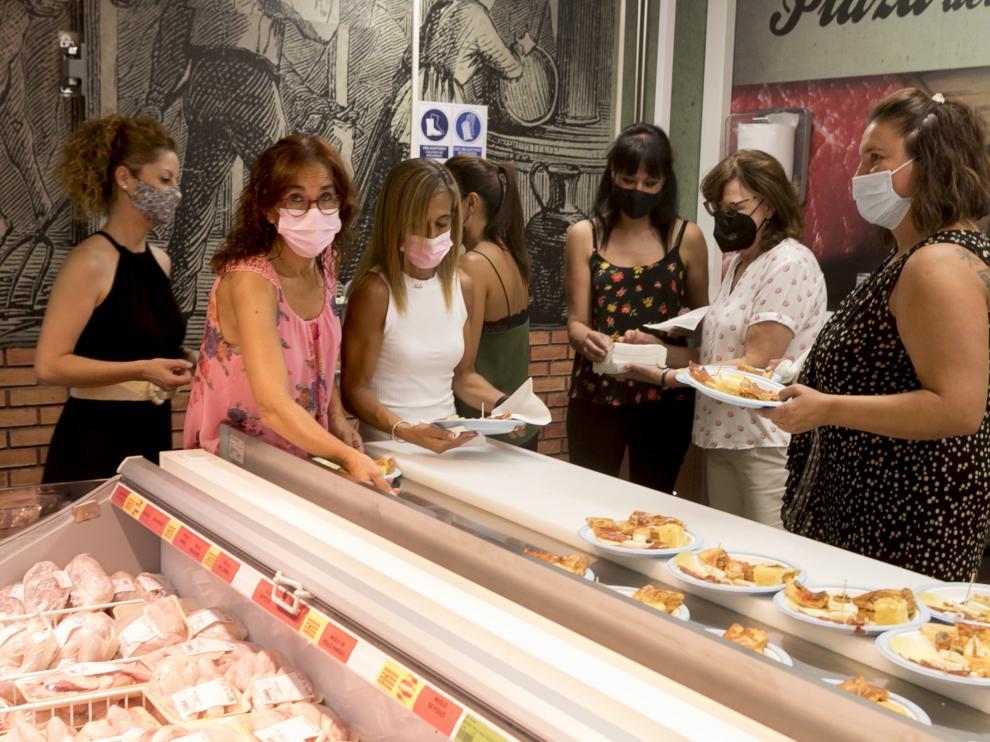 Inauguración del Supermercado Altoaragón, recientemente reformado y situado en la calle Teruel.