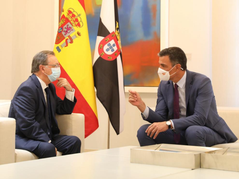Juan José Vivas y Pedro Sánchez durante la reunión de este miércoles.
