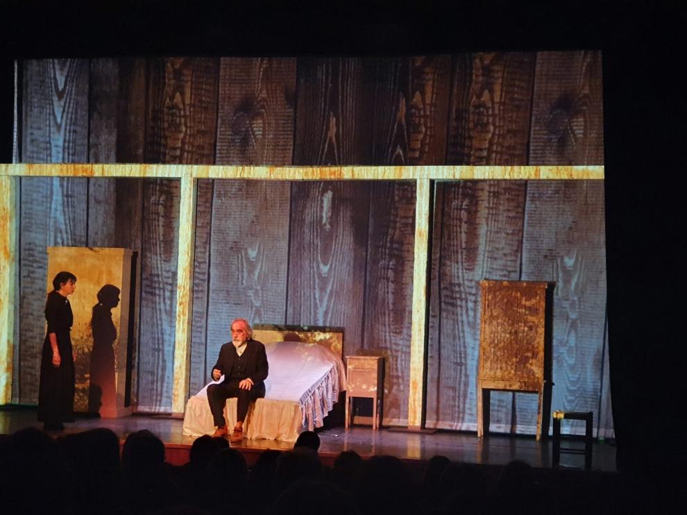 Pedro Rebollo y Alicia Montesquiu protagonizan la adaptación teatral de La lluvia amarilla.