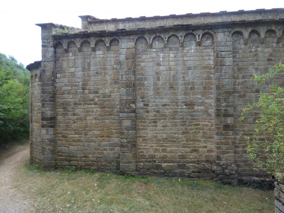 Muro del Monasterio de Obarra en el que se realizó la pintada