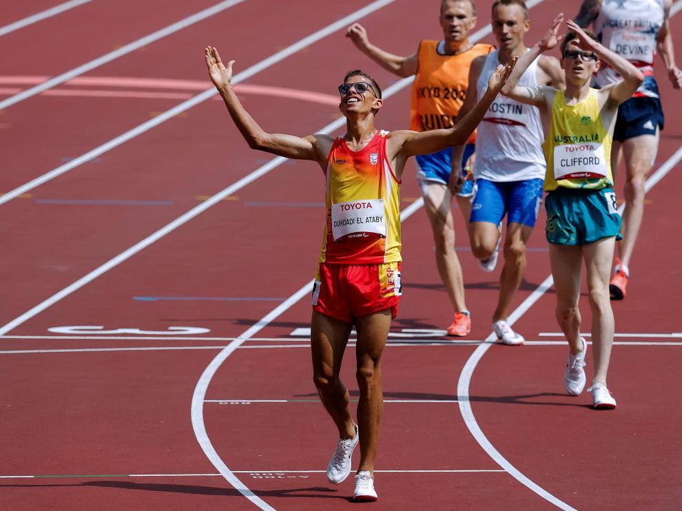 El atleta catalán Yassine Ouhdadi se convirtió en uno de los reyes del mediofondo paralímpico español al conquistar la medalla de oro de los 5.000 metros,