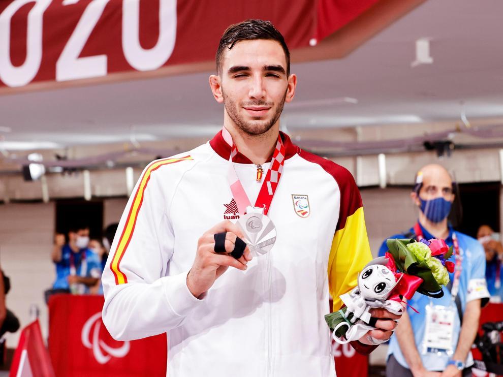 Sergio Ibáñez, con su medalla de plata en Tokio.