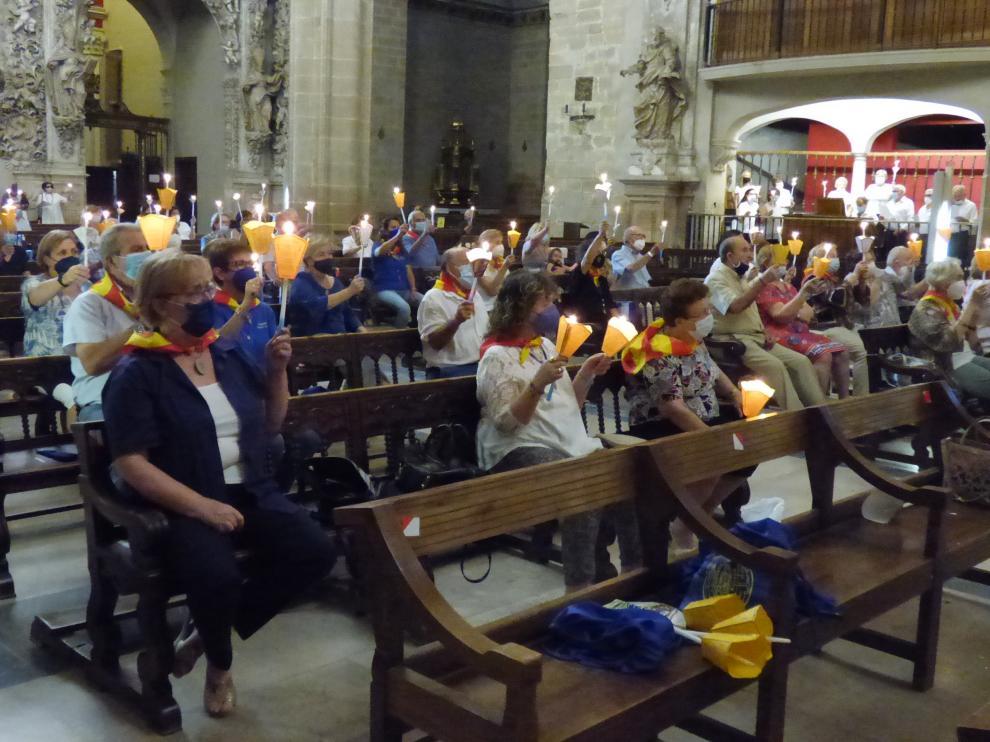 Fieles durante el acto celebrado en la catedral de Barbastro.
