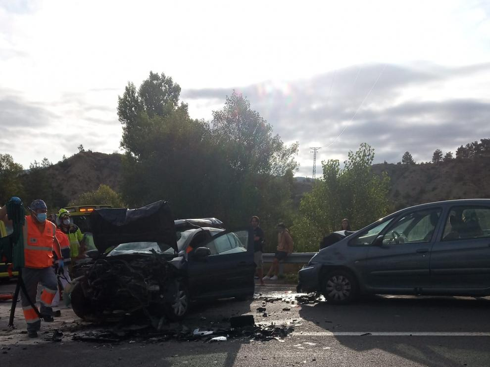 Vehículos implicados en el accidente por el choque frontal en Hostal de Ipiés