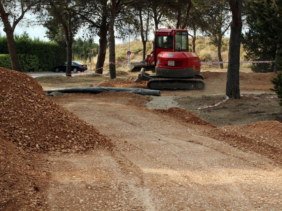 Obras en construcción del parque multideporte situado entre el Alcoraz y el Club de Tenis.