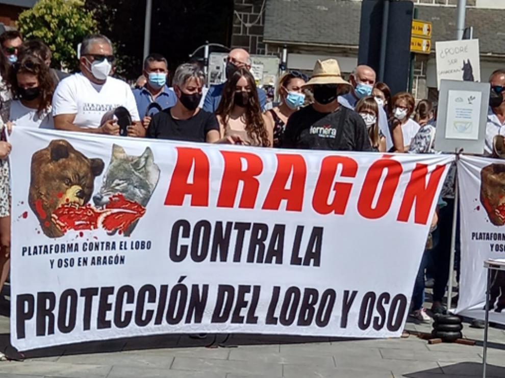 Un momento del acto de protesta este domingo en Jaca.