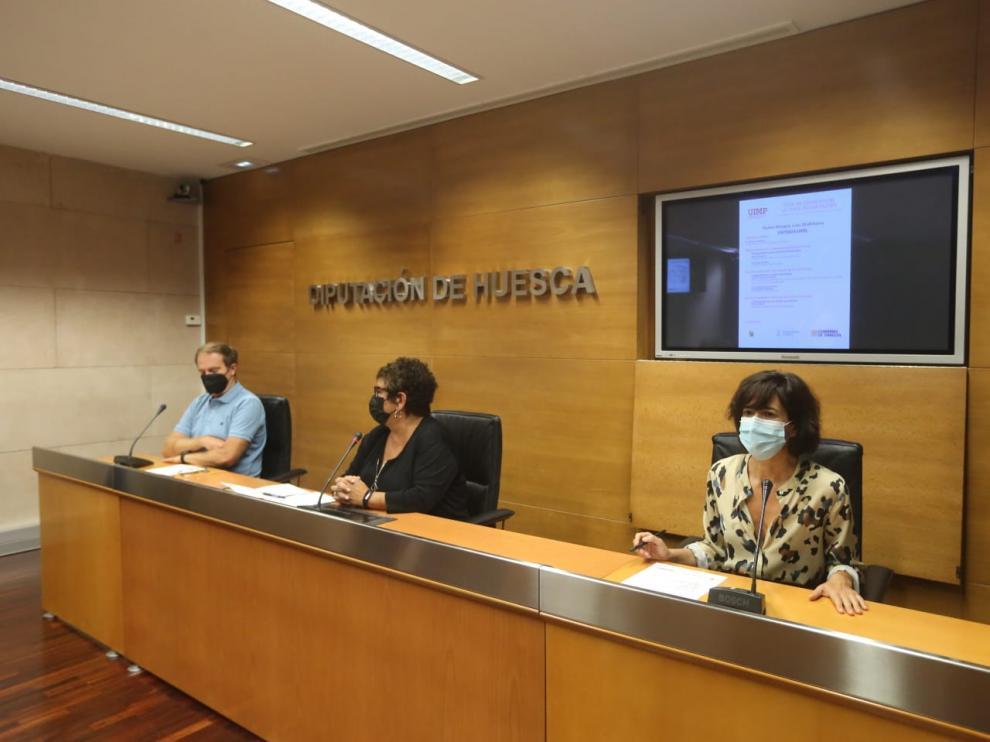 Carmen Lumbierres presenta el programa de los cursos de verano de la sede Pirineos de la UIMP