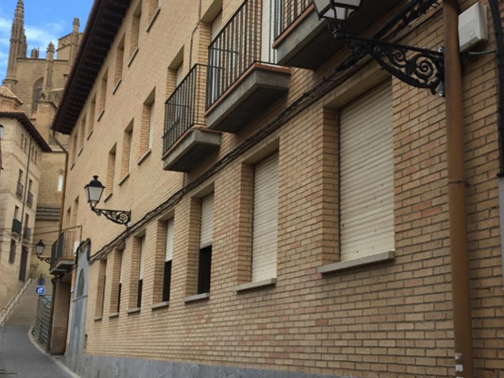 Imagen de la fachada del Centro de Adultos.