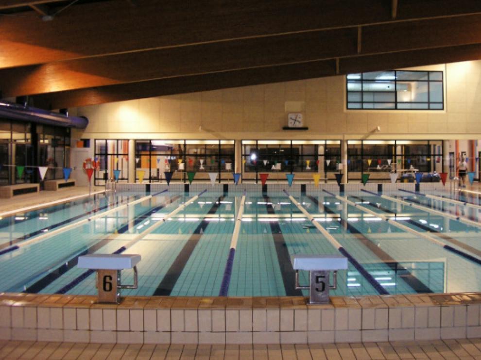 Interior de las piscinas cubierta Almériz