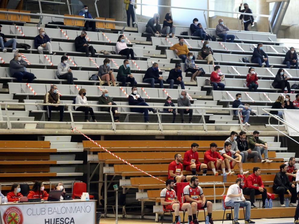El Bada Huesca juega hoy su último amistoso en el Palacio de los Deportes.