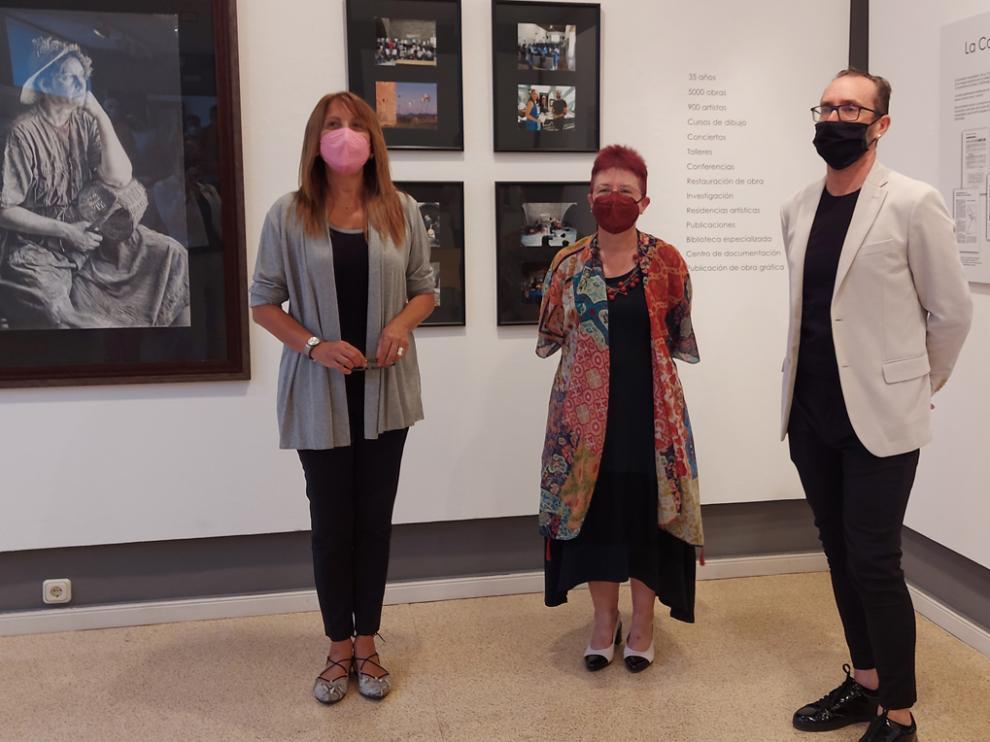 Berta Fernández, Pilara Piedrafita y Alfredo Gavín, en la inauguración, ayer, de la exposición conmemorativa