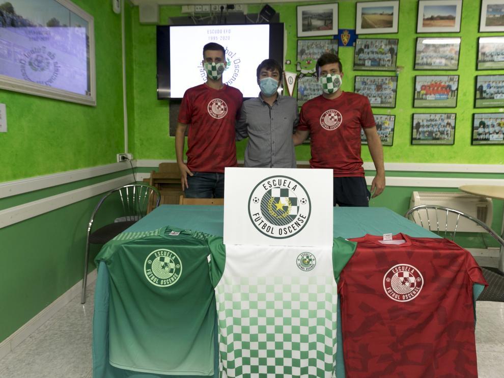 Alejandro Seral, Fernando Hatake y Alberto Buil, en la presentación del escudo de la EFO.