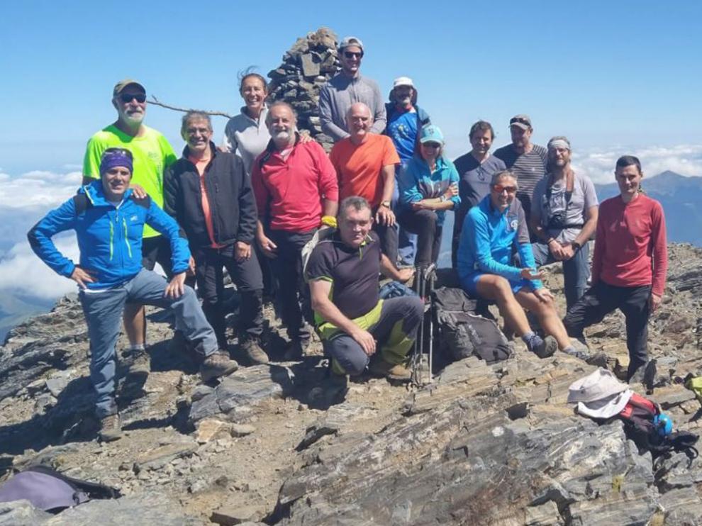 Los montañeros, en la cima del Arbizon