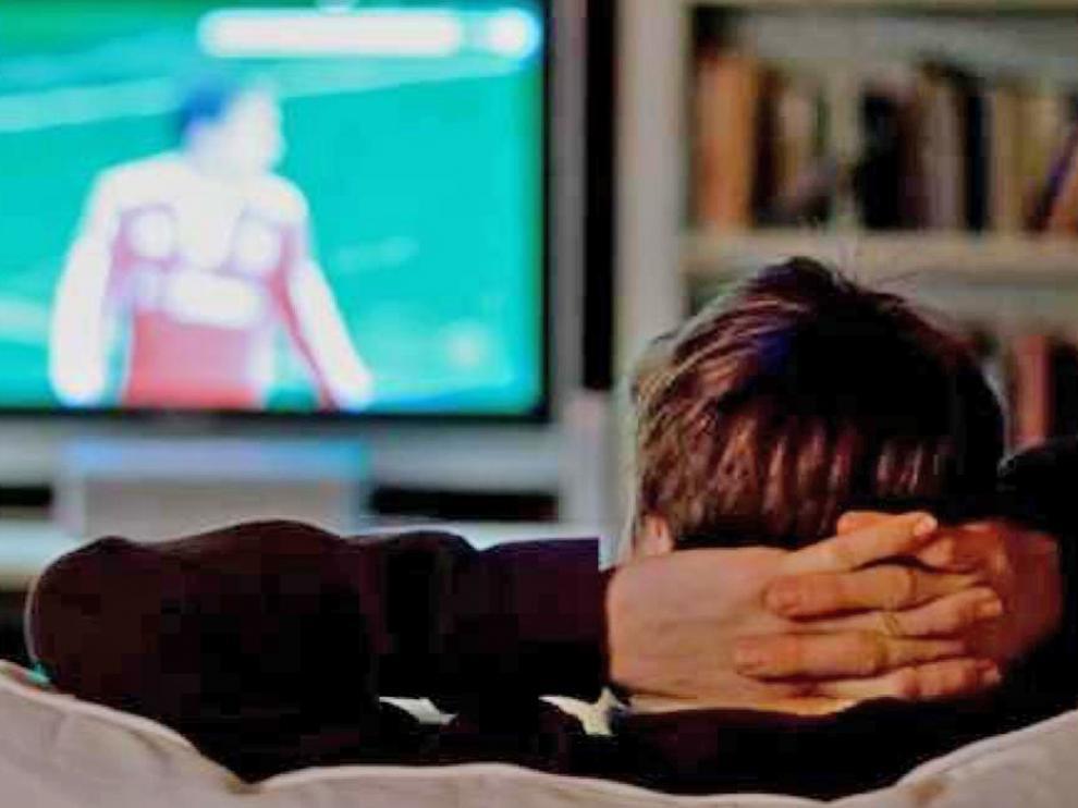 Los que más ven la tele, los mayores de 64 años