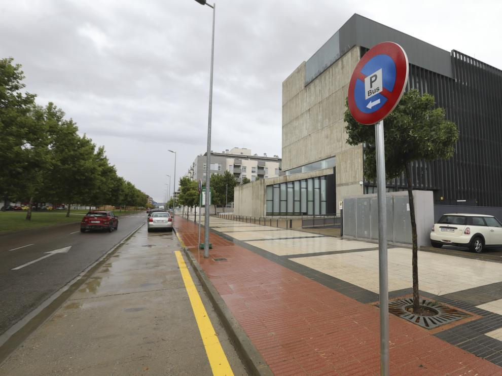 Parada de autobús en el centro de salud Los Olivos
