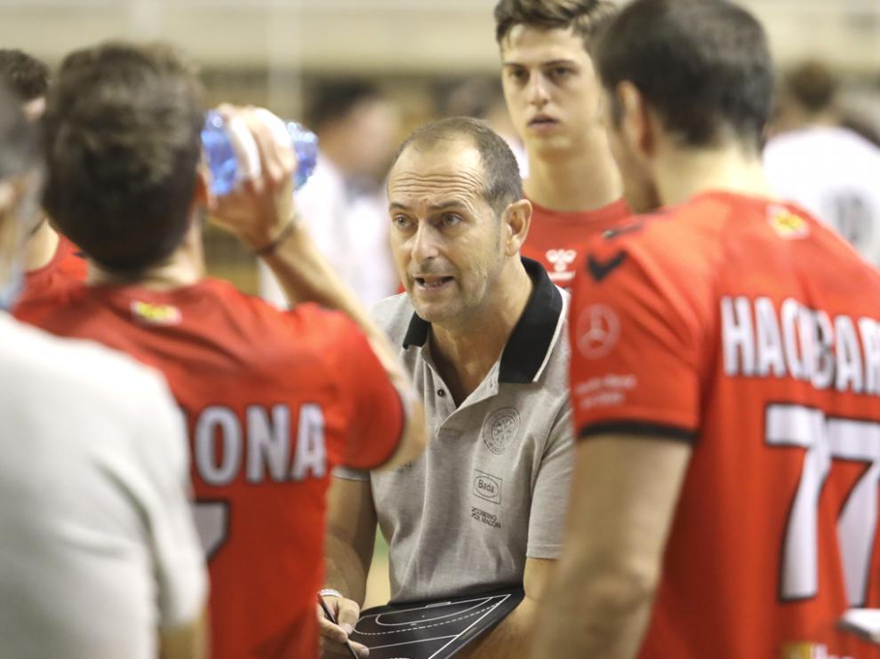 José Nolasco, técnico de Bada Huesca, en el partido contra el  Anaitasuna