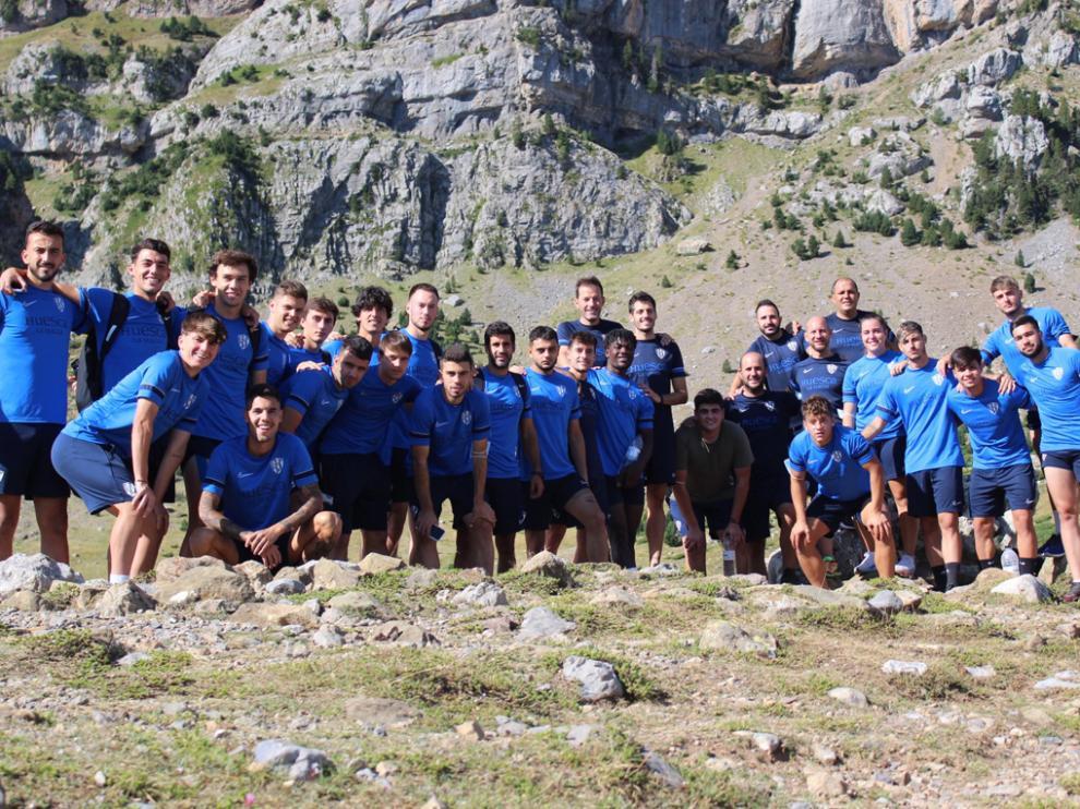 La plantilla del Huesca B, en una jornada de convivencia esta pretemporada.