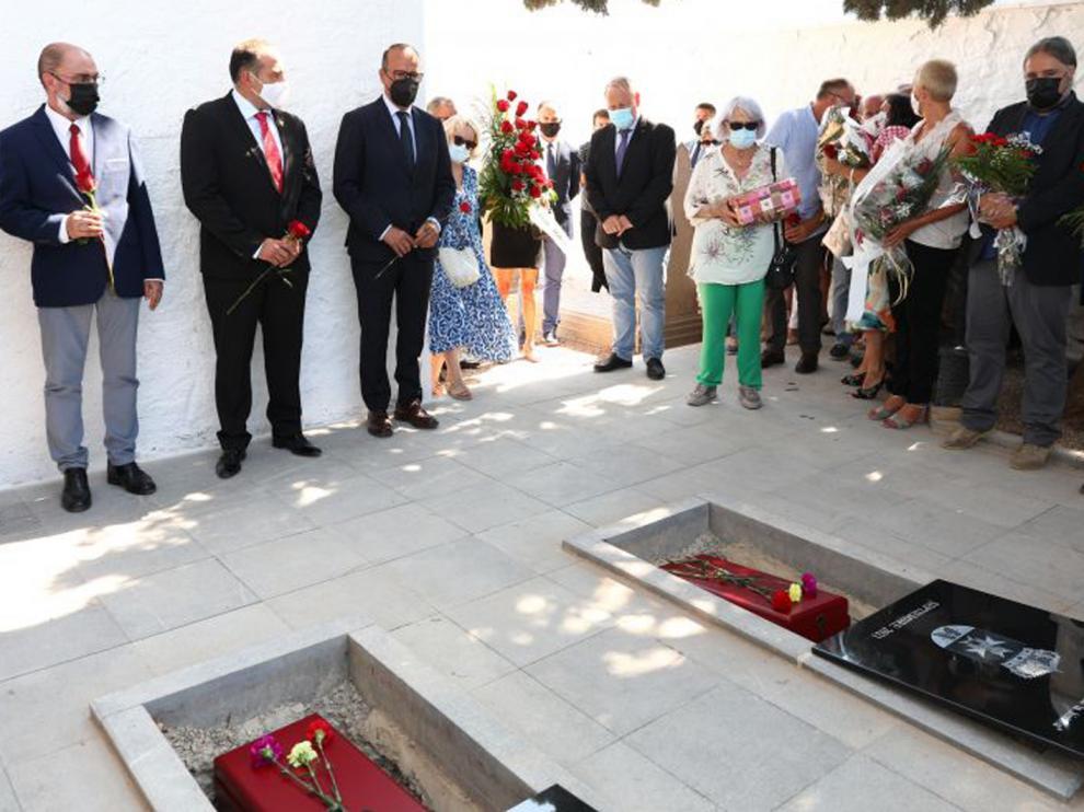 Acto de reinhumación de los restos de María Domínguez en el cementerio de Fuendejalón