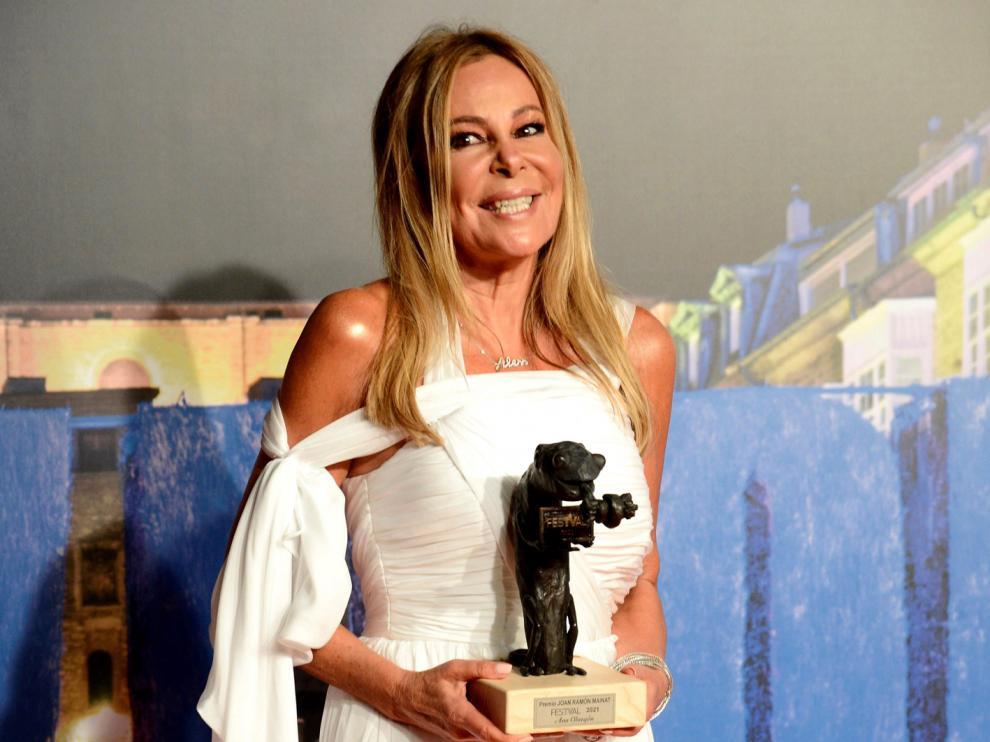 Ana Obregón recogió el premio entre lágrimas y tras una larga ovación del público