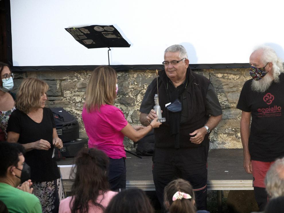 Begoña Sesé entregó el Premio Ascaso a Antonio Revilla