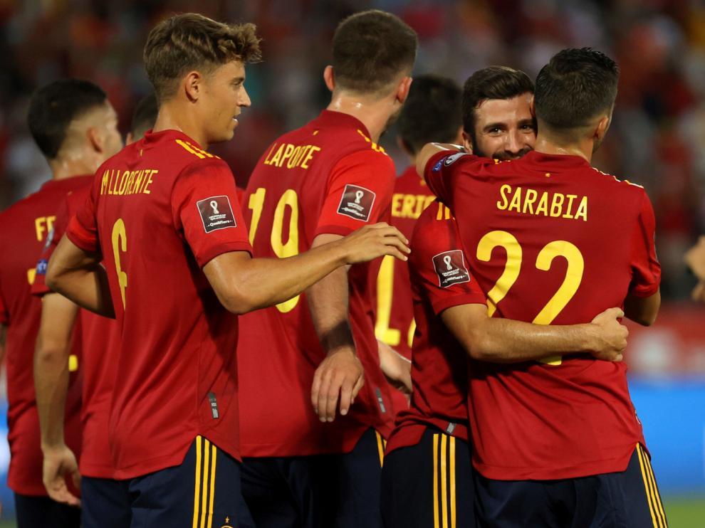 Gayá, que celebra su gol con sus compañeros, abrió el marcador