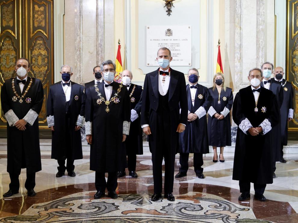 El Rey, junto a Lesmes, situado a la izquierda del monarca, en el acto celebrado este lunes en Madrid