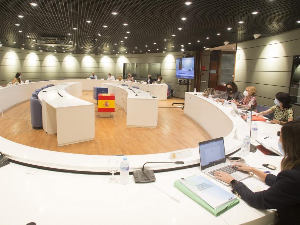 Representantes de Trabajo, CCOO, UGT, CEOE y Cepyme reunidos la semana pasada para abordar la subida del SMI
