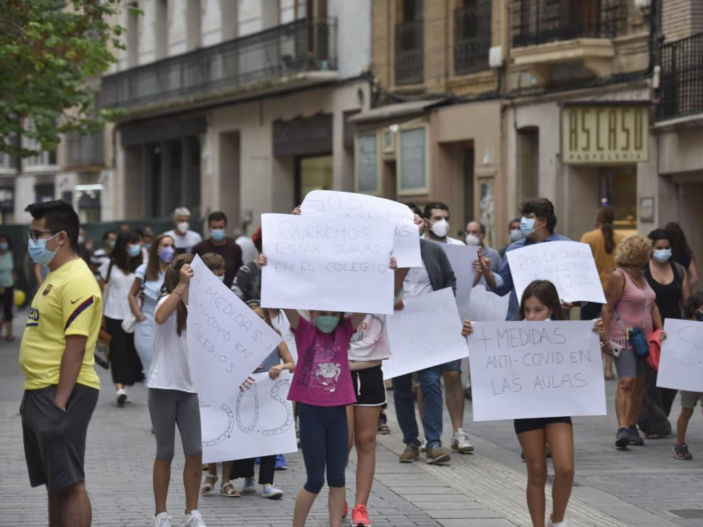 Imagen durante la manifestación por el Coso Alto de Huesca