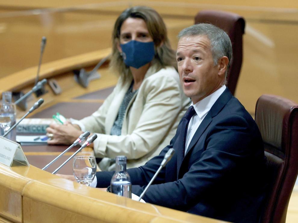 Teresa Ribera y el presidente del Senado, Ander Gil, ayer durante la jornada celebrada en la Cámara Alta