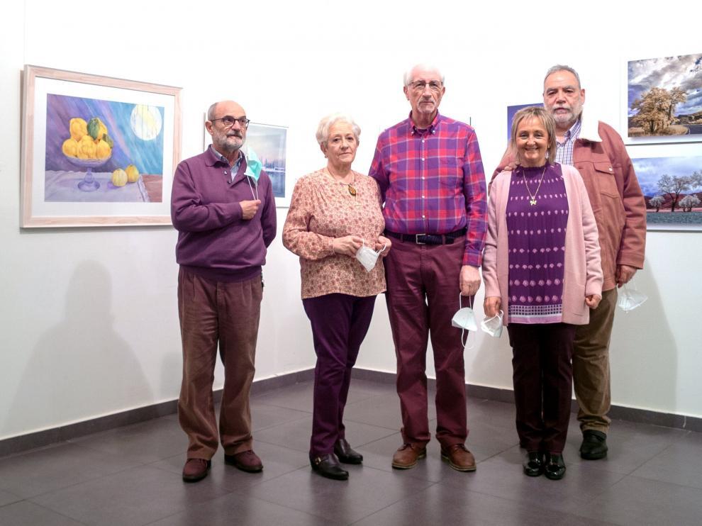 Javier Villagrasa, Carmen Pemán, Mariano Royo, Rosa Pemán y Miguel Ángel Ansón, junto a algunas de sus obras.