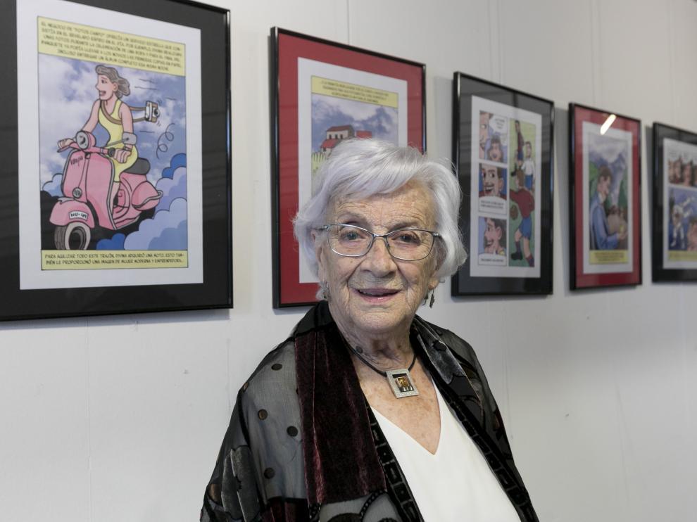 Divina Campo, este viernes, en la exposición que le homenajea en el Centro Cívico de Huesca