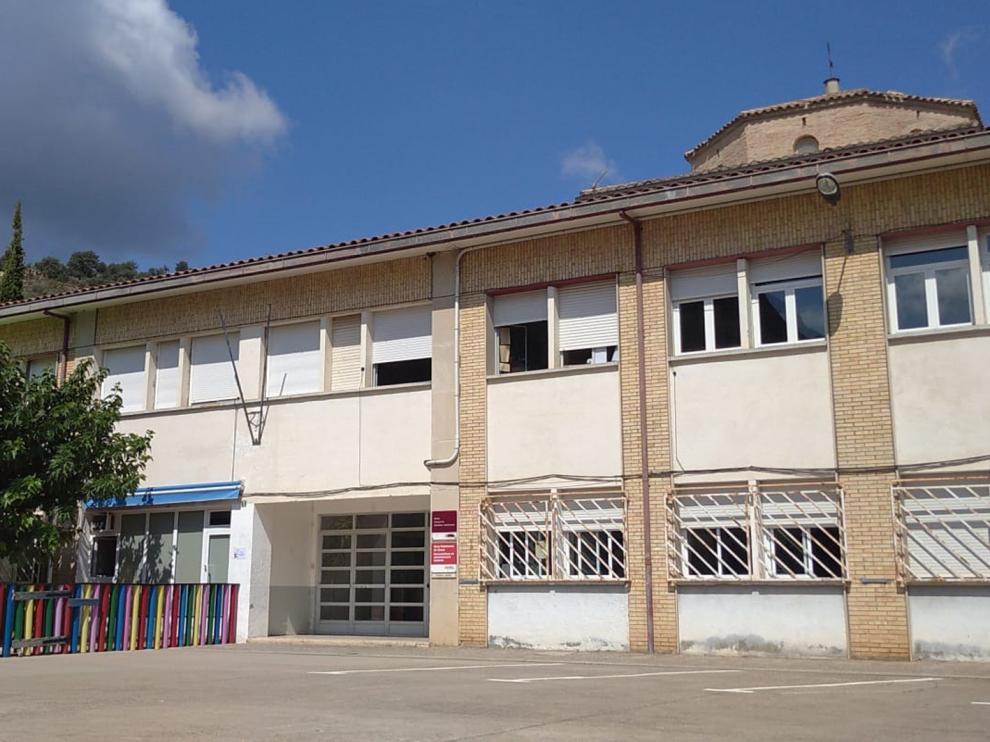 En el antiguo instituto, donde se han reubicado a los alumnos, se imparten clases de educación para adultos