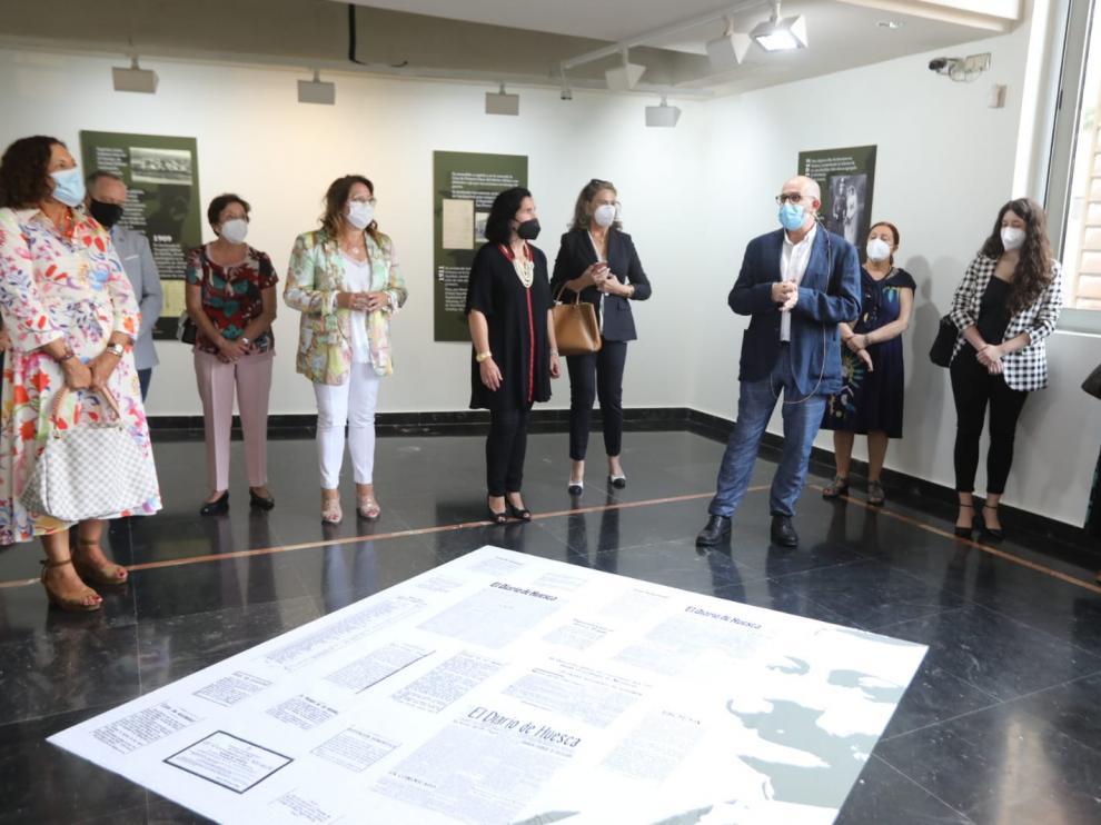 Vicente Lachén durante la visita guiada por la exposición