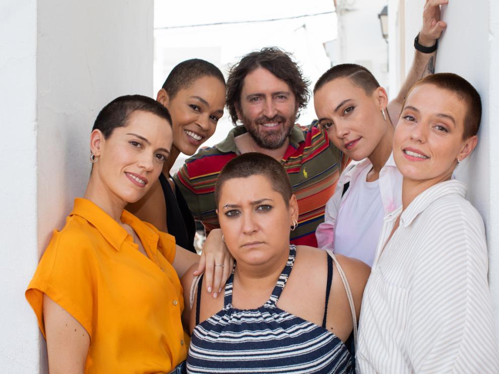 """Las protagonistas de """"Las de la última fila"""" con Daniel Sánchez Arévalo en una foto cedida por Netflix."""