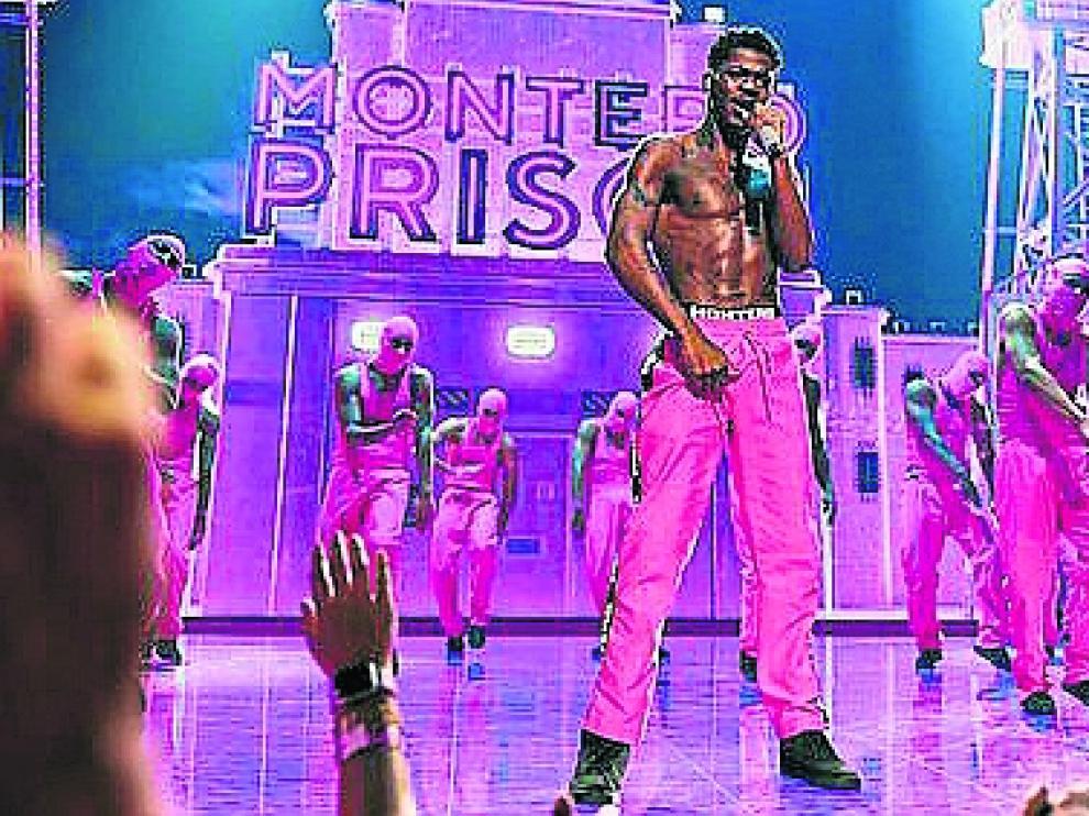Lil Nas X subió la temperatura con su actuación en la gala MTV