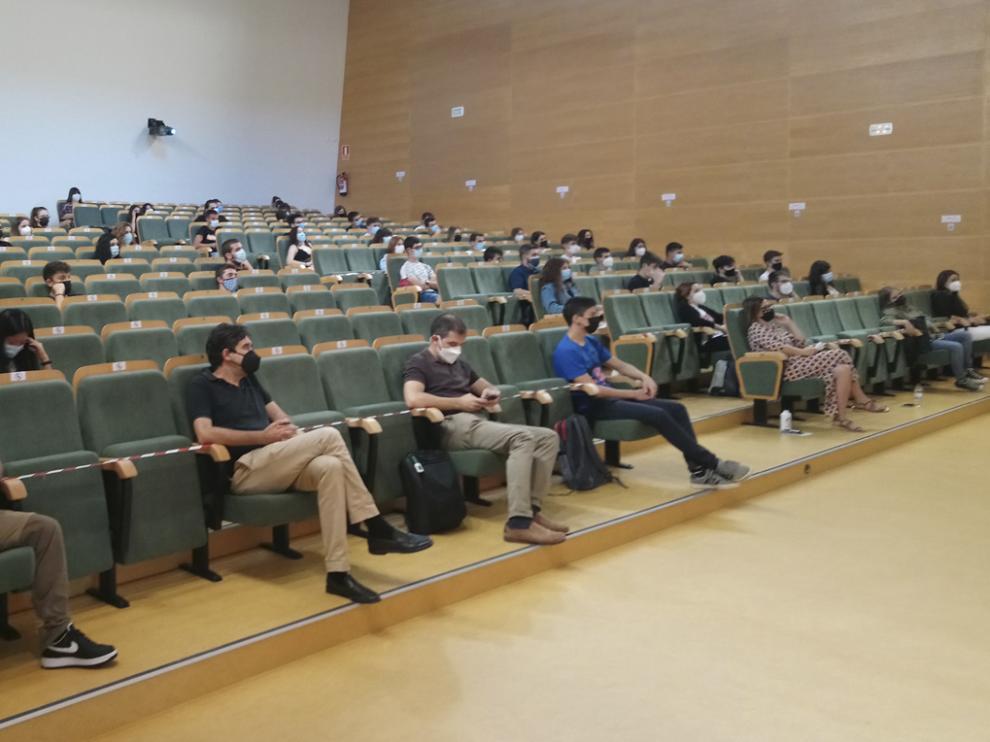 Alumnos de la Escuela Politécnica Superior de Huesca durante la jornada de acogida celebrada el martes.